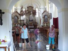 Úklid kostela srpen 2015